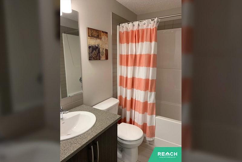 1 Level Flat - bathroom