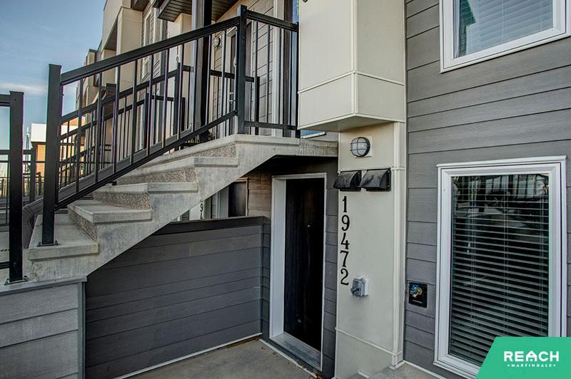 1 Level Flat - entrance